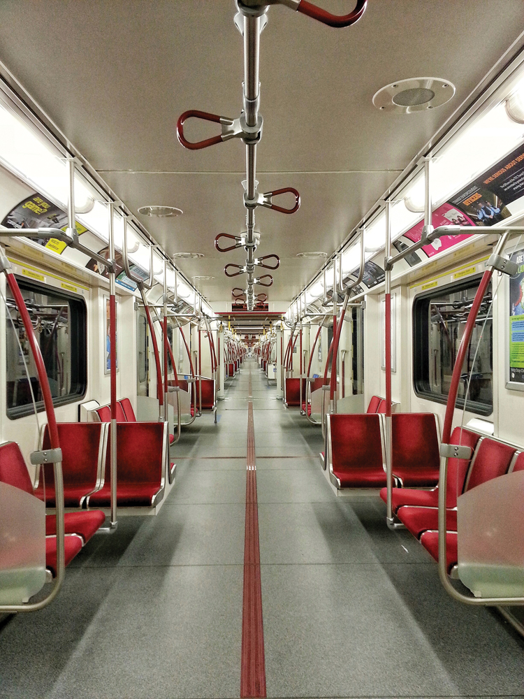 Toronto subway train / Le métro de Toronto