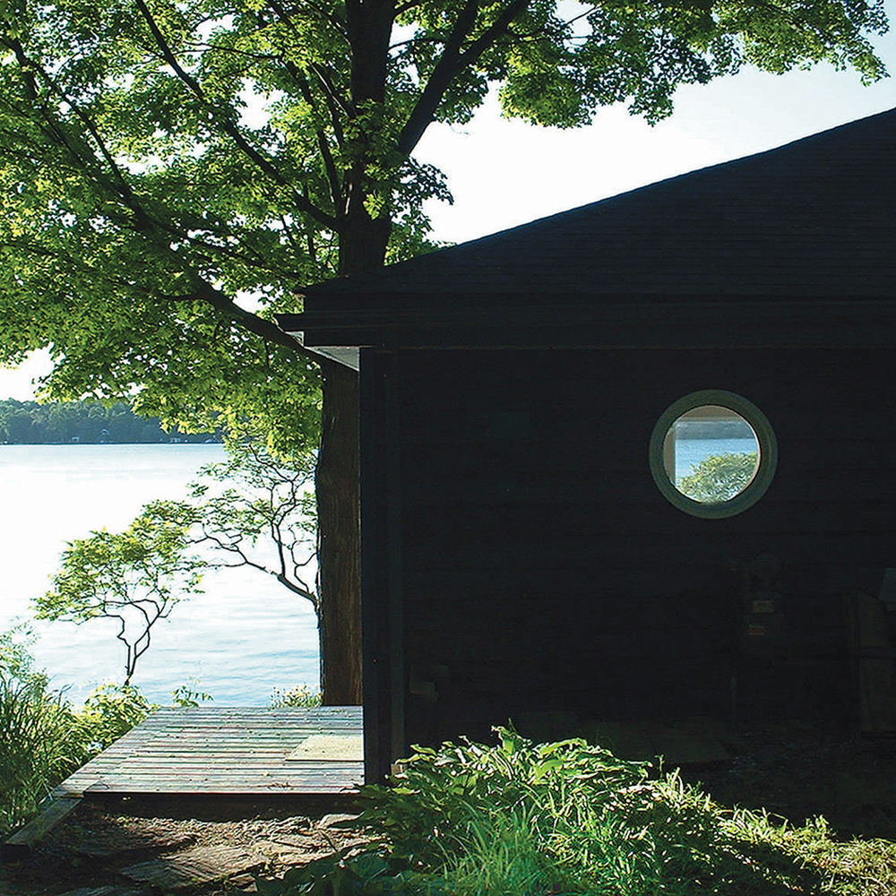 His lakeside studio / Son atelier au bord du lac